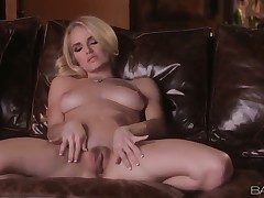 Hot tow-haired Ashley spends the brush unequalled time fingering the brush
