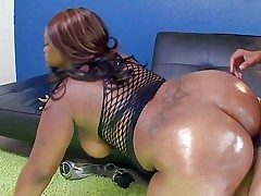 Ebony BBW Nina Coxxx shows off her big body plus