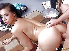 Kimmy Lee is a unsafely horny exotic Mummy with large