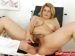 Experiencing pleasures during a girl gyno